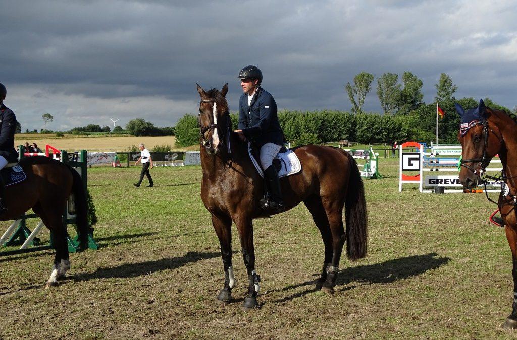 Angela Jansen  – Züchterin von Cadeau du Ciel mit Reiter Jakob Kock-Evers Siegerin 3. Qualif. HS-Züchterpreis
